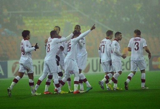 Les joueurs de Lille célèbrent leur victoire contre le BATE Borisov, à Minsk (Biélorussie) en Ligue des champions, le 20 novembre 2012. (VIKTOR DRACHEV / AFP)