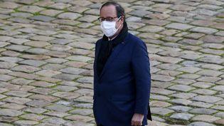 L'ancien président de la République François Hollande à Paris, le 26 novembre 2020. (LUDOVIC MARIN / AFP)