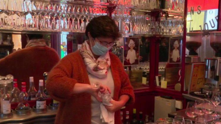 Coronavirus : les restaurateurs, cafetiers et universités visés par de nouvelles mesures sanitaires (FRANCE 2)