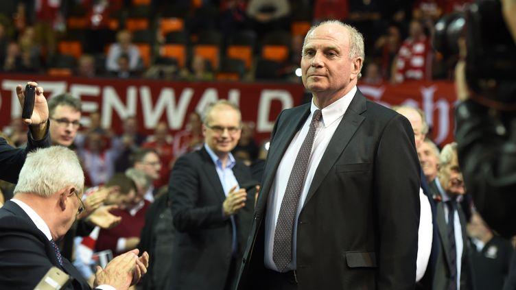 Uli Hoeness, acclamé lors de l'assemblée générale du Bayern Munich (CHRISTOF STACHE / AFP)