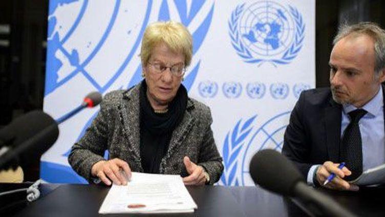 Carla del Ponte et Rolando Gomez, deux membres de la commission d'enquête de l'ONUsur laSyrie, lors de la conférence de presse du 18 février 2013 à Genève. (AFP PHOTO / FABRICE COFFRINI)