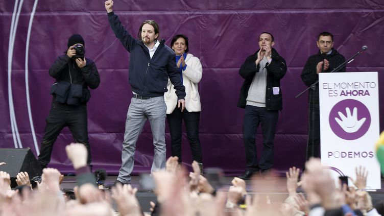 Pablo Iglesias, leader du Podemos, à la tribune lors d'une manifestation à Madrid, samedi 31 janvier 2015. (  MAXPPP)