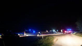 La rave-party a démarré vers 23 heures vendredi 30 avril à Haut-Corlay (Côtes-d'Armor), les gendarmes sont intervenus deux heures plus tard. (JOHAN MOISON / RADIO FRANCE)