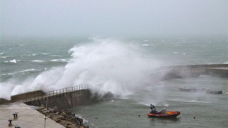 Une tempête sur les côtes bretonnes, à Ouessant, le 3 octobre 2012. (photo d'illustration) (MAXPPP)