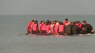 La France réclame 63 millions d'euros au Royaume-Uni, pour renforcer les contrôles sur les côtes françaises et lutter ainsi contre l'immigration clandestine. Nouvel épisode d'un long bras de fer entre Paris et Londres. (Capture d'écran France 3)