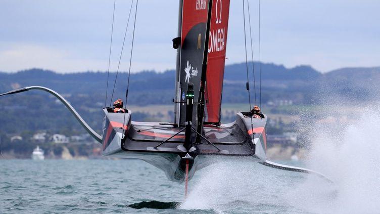 """Le monocoque """"volant"""" de la Team New-Zealand (GILLES MARTIN-RAGET / AFP)"""