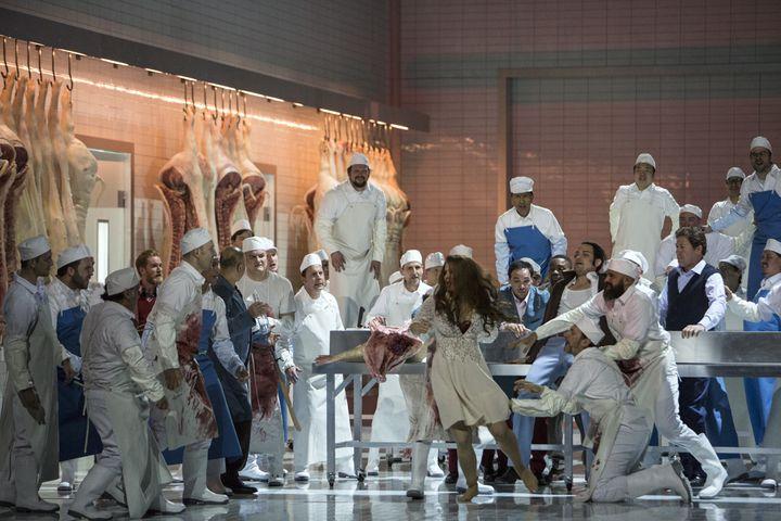 """""""Lady Macbeth de Mzensk"""", la scène du viol. (Bernd Uhlig / Opéra national de Paris)"""