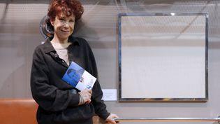 Véronique Colucci, le 14 décembre 2012, lors d'une présentation d'une vente à la SNCF dont les bénéfices étaient reversés aux Restos du Cœur. (FRANCOIS GUILLOT / AFP)
