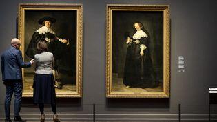 Les deux Rembrandt acquis conjointement par le Louvre et le Rijksmuseum, exposés à Amsterdam (1er juillet 2016)  (Koen Van Weel / ANP / AFP)