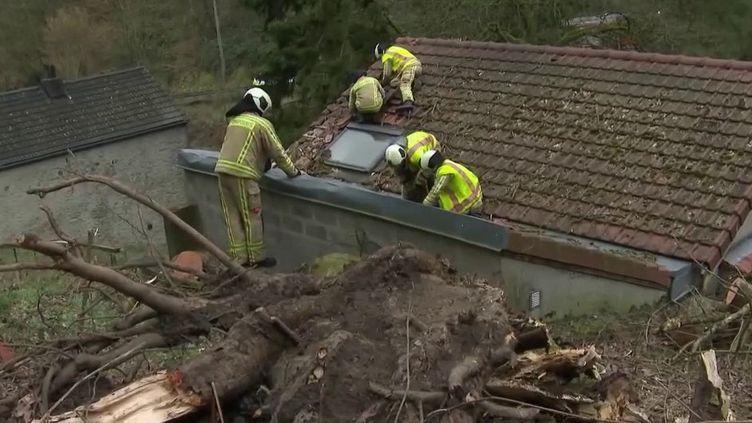 La tempête Ciara a aussi soufflé fort en Europe. De gros dégâts et des perturbations sont signalés en Belgique, aux Pays-Bas, en Allemagne. (France 2)