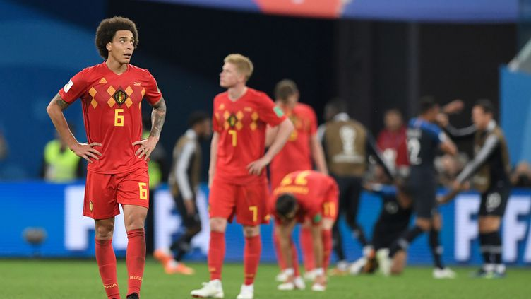 Les Diables rouges après leur défaite contre la France en demi-finale de la Coupe du monde, le 10 juillet 2018 à Saint-Pétersbourg. (GABRIEL BOUYS / AFP)