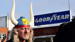 Un salarié de l'usine Goodyear d'Amiens nord (Somme), lors d'une manifestation le 26 février 2013. (PHILIPPE HUGUEN / AFP)