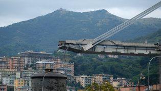 Une portion du pont Morandi (ou viaduc du Polcevera) s'est effondrée, le 14 août 2018, à Gênes (Italie). (ANDREA LEONI / AFP)