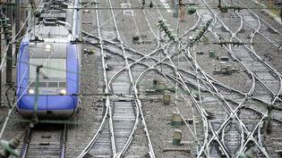 UN TER quitte la gare de Rennes (Ille-et-Vilaine), le 9 décembre 2011. (DAMIEN MEYER / AFP)