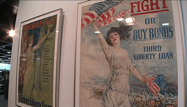 """L'exposition """"Wake up, America"""" présente une quarantaine d'affiches  (Capture d'image France 3/Culturebox)"""