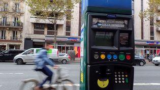 Les amendes pour non-paiement des parcmètres vont passer de 17 à 50 euros dans le centre de Paris à partir de janvier 2018. (MAXPPP)