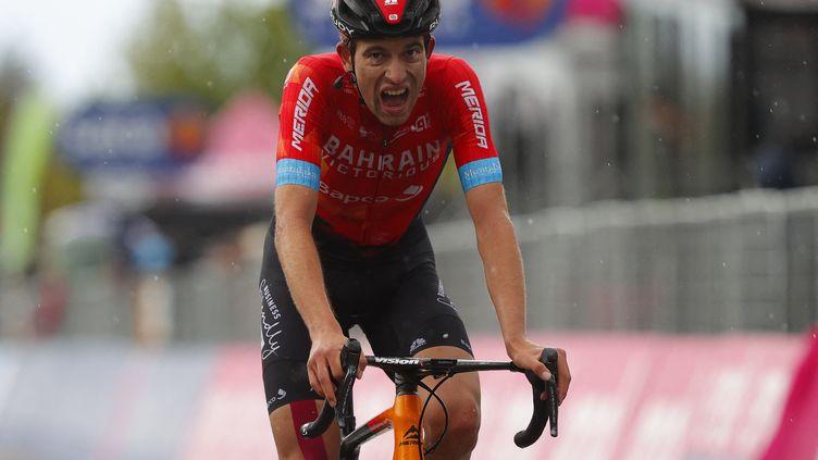 Le Suisse Gino Mäder (Bahrain Victorious), vainqueur de la sixième étape du Giro, le 13 mai 2021. (LUCA BETTINI / AFP)