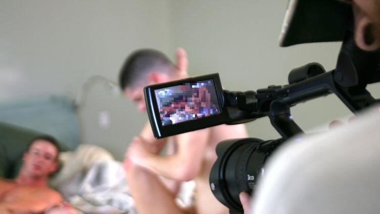 Sur le tournage d'un film pornographique, à Los Angeles (Californie, Etats-Unis), le 29 janvier 2007. (GABRIEL BOUYS / AFP)