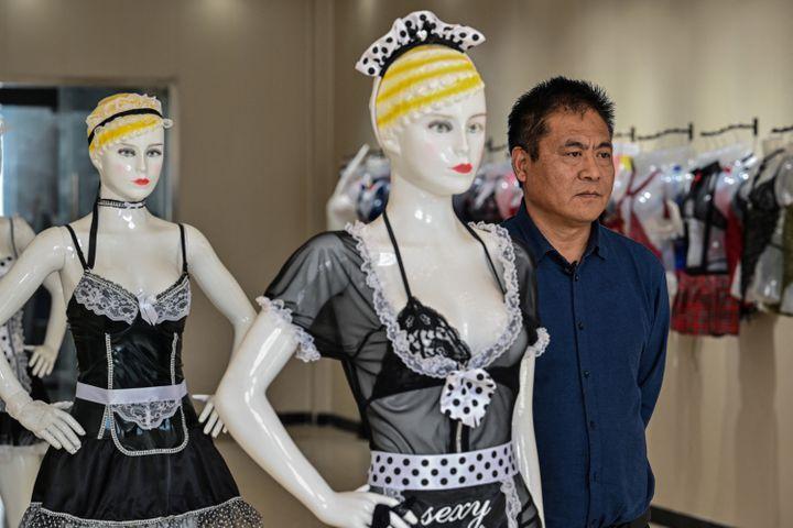 Chang Kailin, patron d'une usine de lingerie àGuanyun, en Chine, le 25 mars 2021 (HECTOR RETAMAL / AFP)