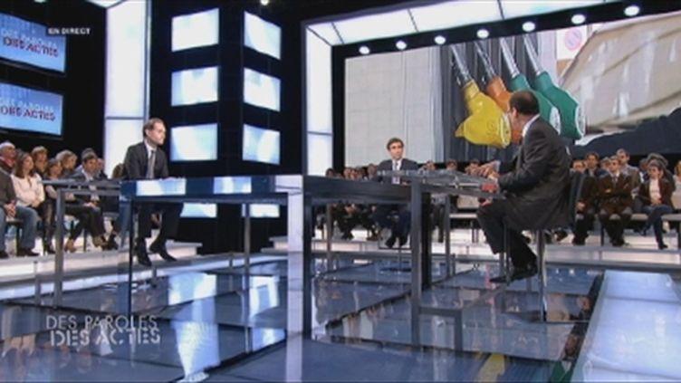Hollande veut bloquer le prix de l'essence (FTV)