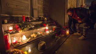 La maison de Leonard Cohen à Montréal, dans la nuit du 10 au 11novembre. (PAUL CHIASSON/AP/SIPA / AP)