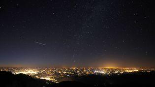 La pollution lumineuse de Toulouse vue depuis le Pic du Midi, le 6 août 2010. (REMY GABALDA / AFP)