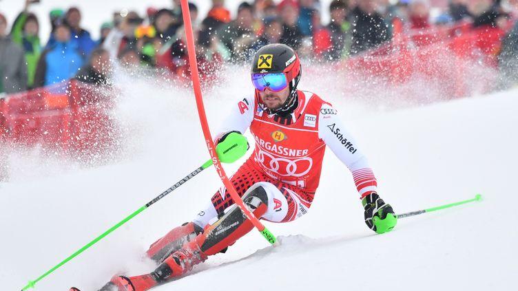 Marcel Hirscher dans le slalom de Saalbach (BARBARA GINDL / APA)