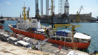 """Le bateau """"Aquarius"""" dans le port de Malte, le 15 août 2018. (MATTHEW MIRABELLI / AFP)"""