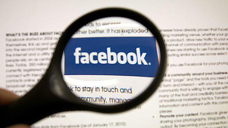 """Neuf entreprises, dont Facebook, ont été accusées de fournir au gouvernement américain un """"accès direct"""" à leurs serveurs. (JAUBERT / SIPA)"""