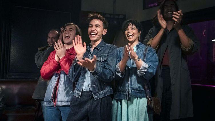 """""""It's a Sin"""" raconte 'histoire d'une bande d'amis gays vivant leur jeunesse avec insouciance, jusqu'à ce que le sida ne les rattrape. (Canal+)"""