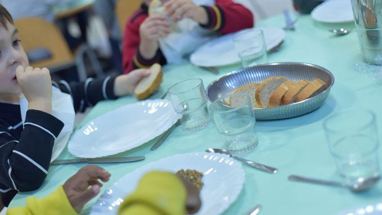 Dans la cantine d'une école de Valence (Drôme), le 17 novembre 2014. (CHRISTOPHE ESTASSY / CITIZENSIDE.COM / AFP)
