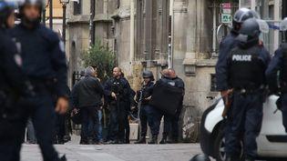 Des policiers déployésautour de l'église Saint-Leu, le 17 septembre 2016 à Paris. (MAXPPP)