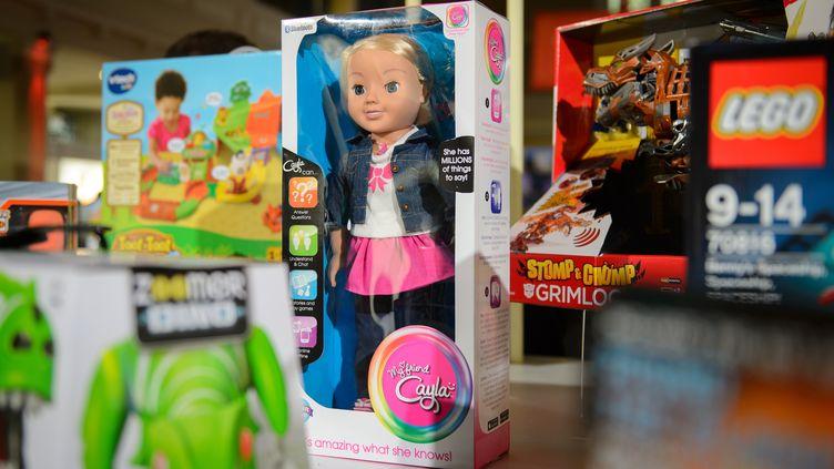 La poupée Mon amie Cayla, dans un magasin deLondres (Royaume-Uni), le 5 novembre 2014. (LEON NEAL / AFP)