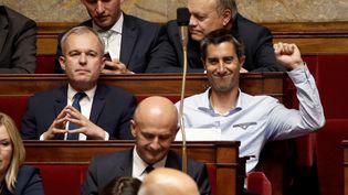Le nouveau député de La France insoumiseFrancois Ruffin en chemise et sans cravate sur les bancs de l'Assemblée nationale, le 27 juin 2017.  (CHARLES PLATIAU / REUTERS)