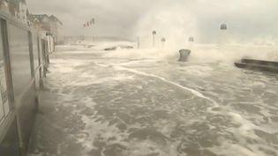 La digue deWimereux (Pas-de-Calais), inondée les jours de grande marée, conséquence de la montée des eaux. (france 3)
