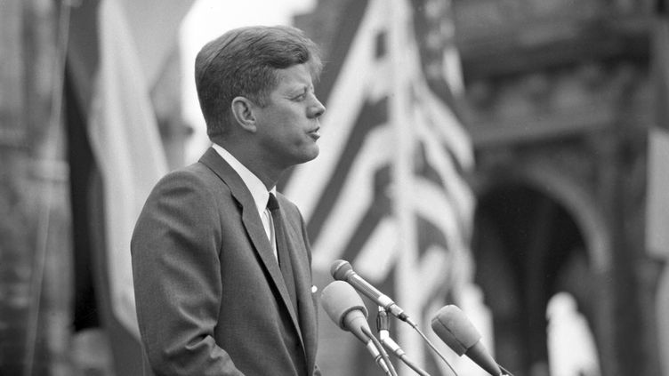 John F. Kennedy, le 26 juin 1963, à Cologne (Allemagne). (DPA FOTOGRAFEN / DPA)