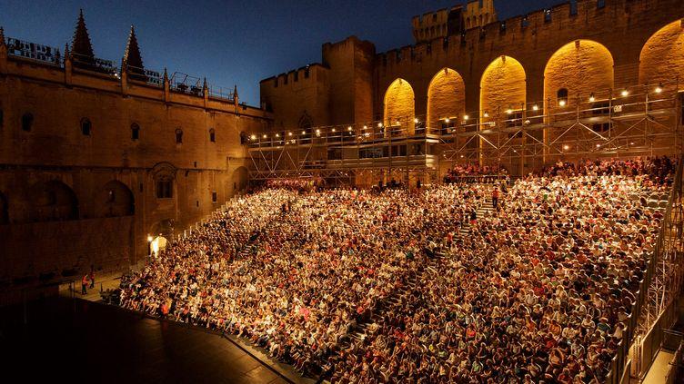 Le festival d'Avignon a lieu chaque année dans la ville emblématique et notamment ici, au Palais des Papes. (CHRISTOPHE RAYNAUD DE LAGE)