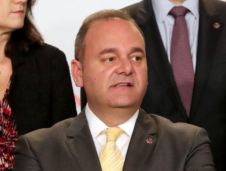 L'ancien ministre de l'Economie maltais, Chris Cardona, est désormais accusé par l'intermédiaire Melvin Theuma d'avoir lui aussi voulu faire assassiner la journaliste en 2015. (DOMENIC AQUILINA / EPA)