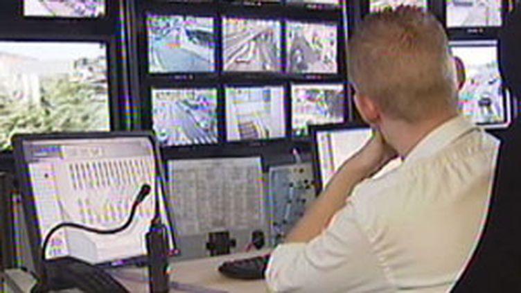 L'Etat va accélérer sa politique de vidéosurveillance en doublant son budget à 20 millions d'euros en 2010. (© F2)
