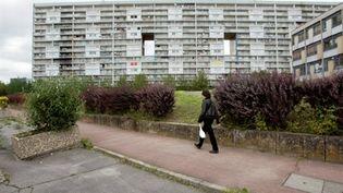 """La Courneuve : un des immeubles de la cité des """"4000"""" (AFP / PHOTO JACQUES DEMARTHON)"""