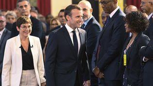 """Le président français Emmanuel Macron et la ministre des Outre-mer Annick Girardin aux """"assises des outre-mer"""" à l'Elysée, à Paris, le 28 juin 2018. (BERTRAND GUAY / AFP)"""