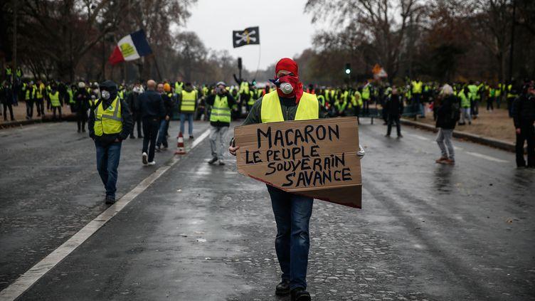 """Des """"gilets jaunes"""" lors de l'acte III de la mobilisation, à Paris, le 1er décembre 2018. (ABDULMONAM EASSA / AFP)"""