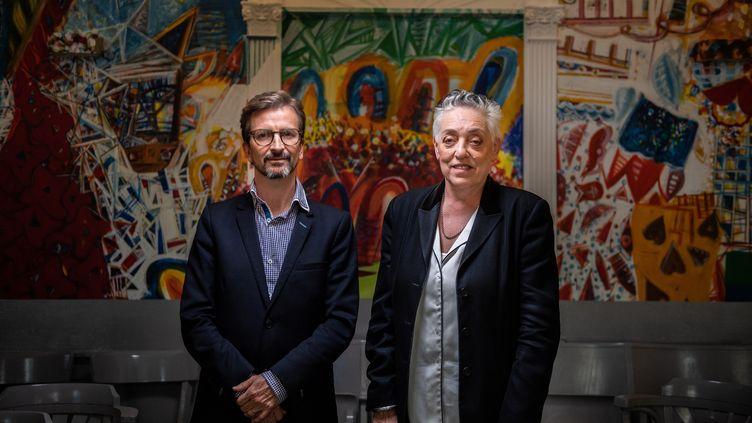 Ruth Mackenzie (à droite) avec l'autre directeur du Théâtre du Châtelet, Thomas Lauriot (à gauche), le 26 mars 2019. (MARTIN BUREAU / AFP)