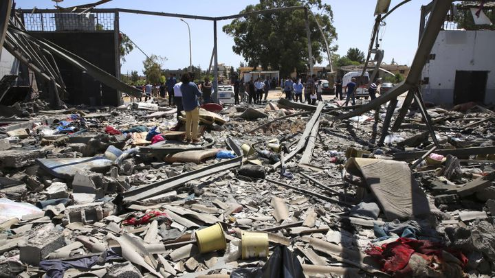 Le centre de migrants détruit à Tajoura en Libye, le 3 juillet 2019. (HAZEM AHMED/AP/SIPA)