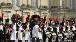 Frank Samson dans le rôle de Napoléon, le 20 avril 2014 à l'occasion des 200 ans des adieux de l'empereur à sa garde au château de Fontainebleau (Seine-et-Marne). (MAXPPP)
