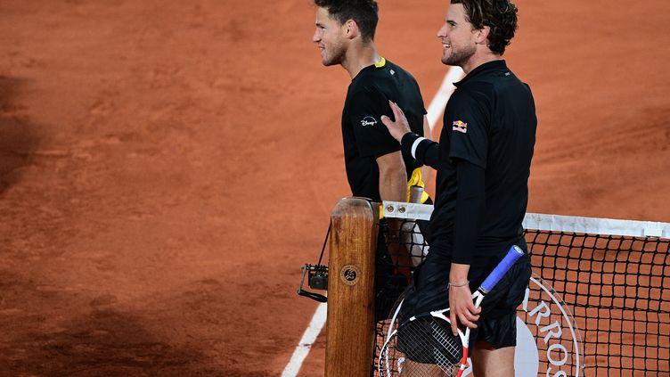 Dominic Thiem félicite son tombeur, Diego Schwartzman (MARTIN BUREAU / AFP)
