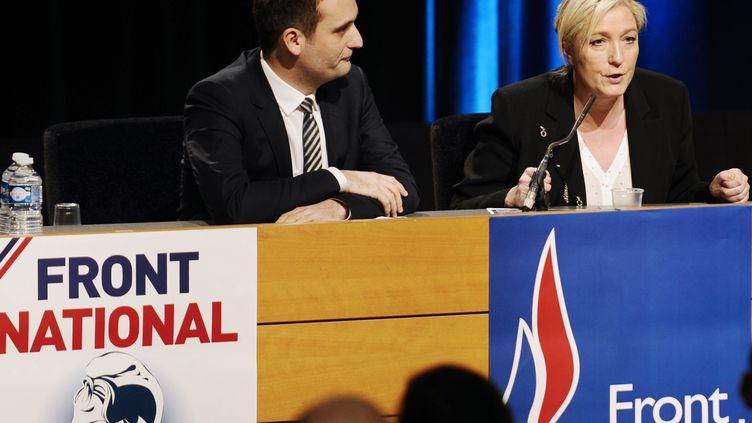 Florian Philippot et Marine Le Pen, le 9 mars 2015, lors d'une conférence de presse à Metz (Moselle). (JEAN-CHRISTOPHE VERHAEGEN / AFP)