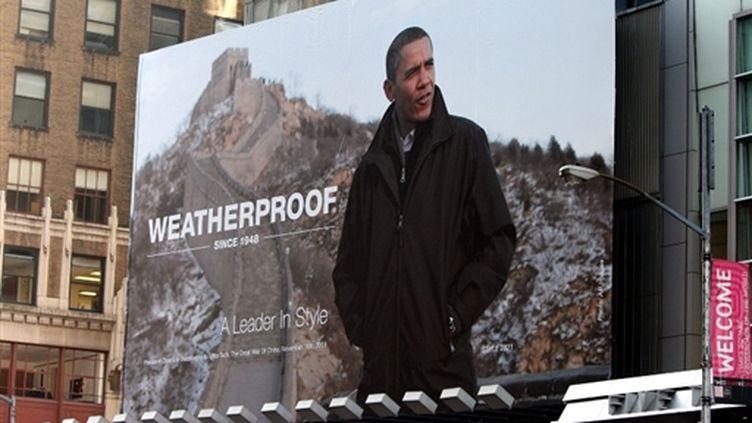 """A Times Square, une publicité montre Obama sous le slogan """"un dirigeant qui a du style"""". Irritation à la Maison Blanche. (AFP - Mario Tama)"""