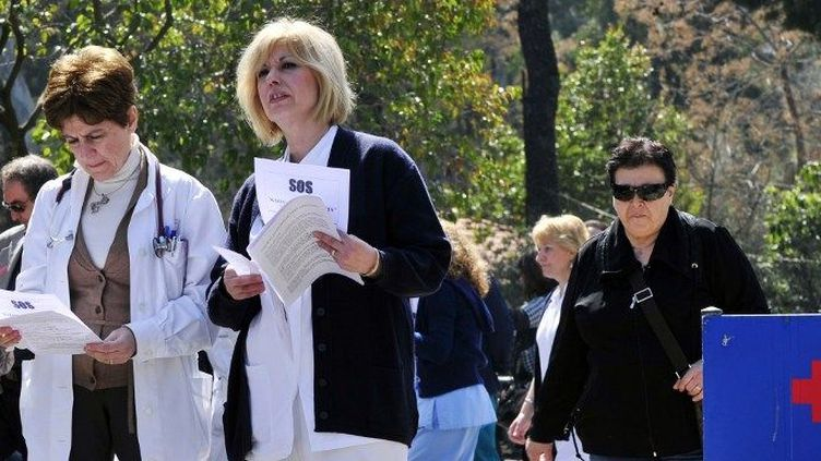Grève dans un hôpital athénien en 2012. (LOUISA GOULIAMAKI / AFP)