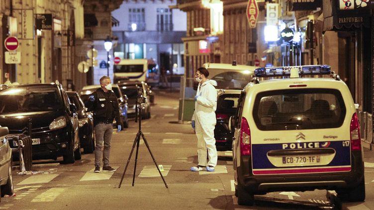 L'attaque au couteau a fait un mort, dans le deuxième arrondissement de Paris, samedi 12 mai. (GEOFFROY VAN DER HASSELT / AFP)